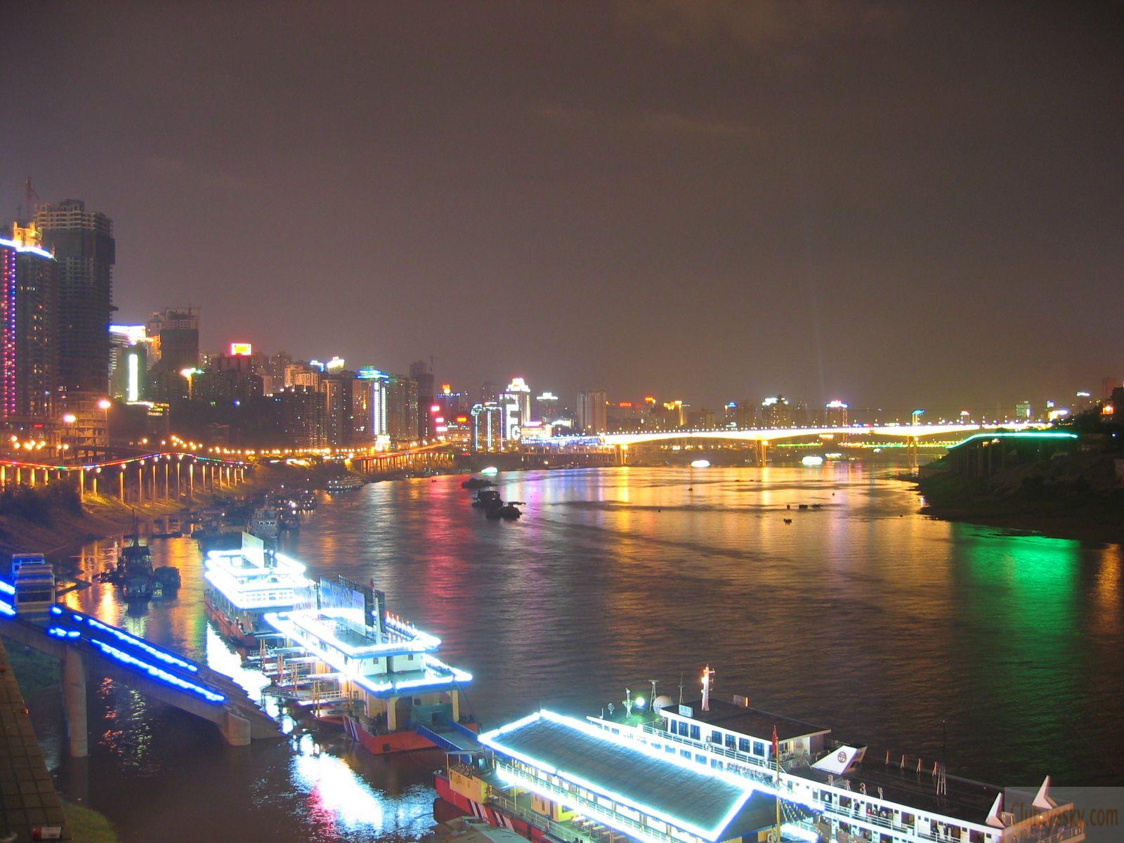 游客可自费选择游览【天生三桥玻璃观景眺台】(自费30元/人,游客自愿